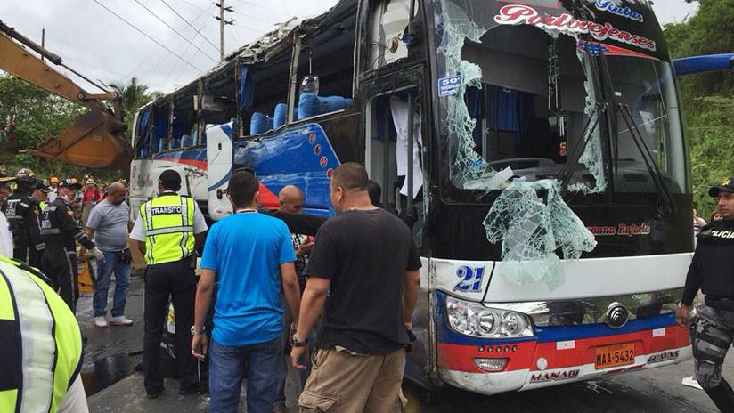 Al menos 14 muertos al volcar un autobús en Ecuador