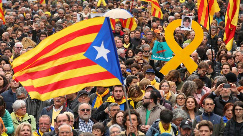 VIDEO: Miles de personas protestan en Barcelona contra la detención de Puigdemont