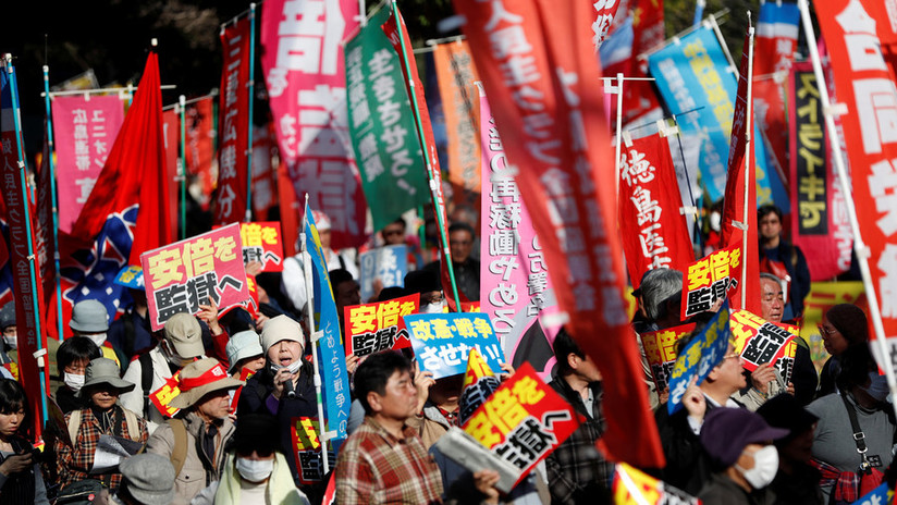 Japón: Piden la renuncia del primer ministro por un escándalo de favoritismo (VIDEO, FOTOS)