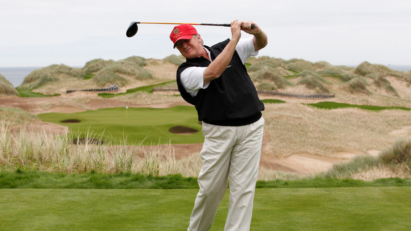 Donald Trump reposa en su club de golf mientras en el país exigen un mayor control de las armas