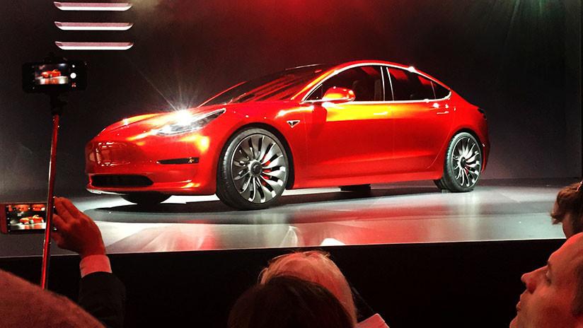 """""""Producción infernal"""": ¿Qué obstáculos afronta el Tesla Model 3 de Musk?"""