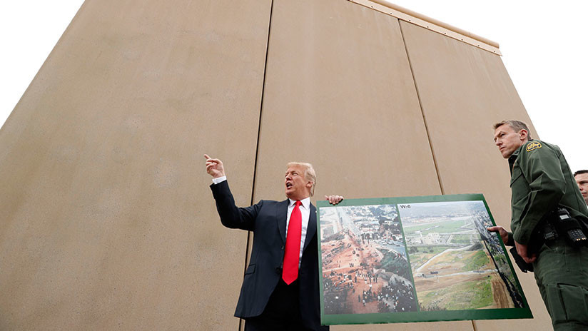 """Trump sugiere que el Ejército puede pagar el muro fronterizo con México, porque ahora """"es rico"""""""