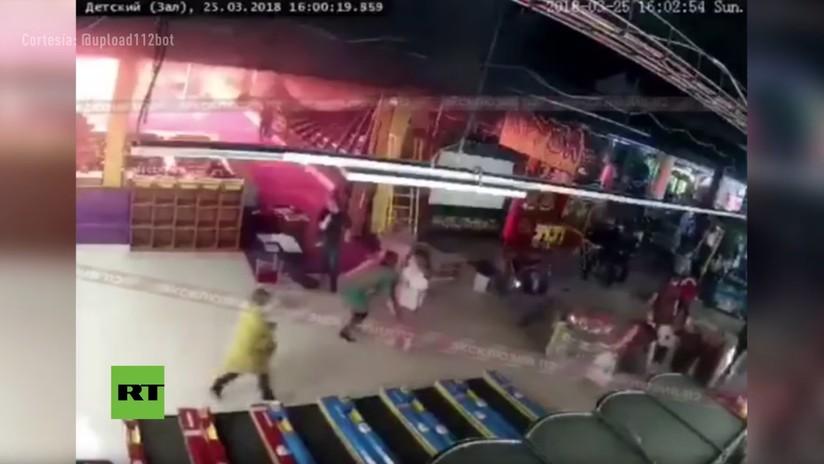 VIDEO: Los primeros minutos del incendio en el centro comercial ruso