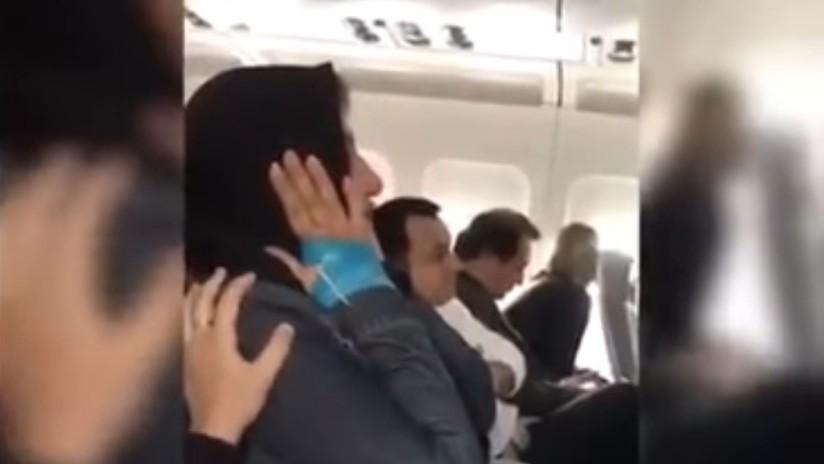 VIDEO: Una mujer viaja en avión presa del pánico