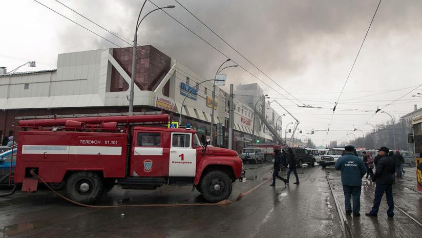 Un niño sobrevive al incendio en Rusia tras saltar por una ventana, pero pierde a toda su familia