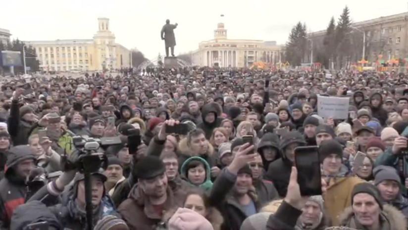 En Kémerovo piden justicia y renuncia de las autoridades locales tras incendio del centro comercial