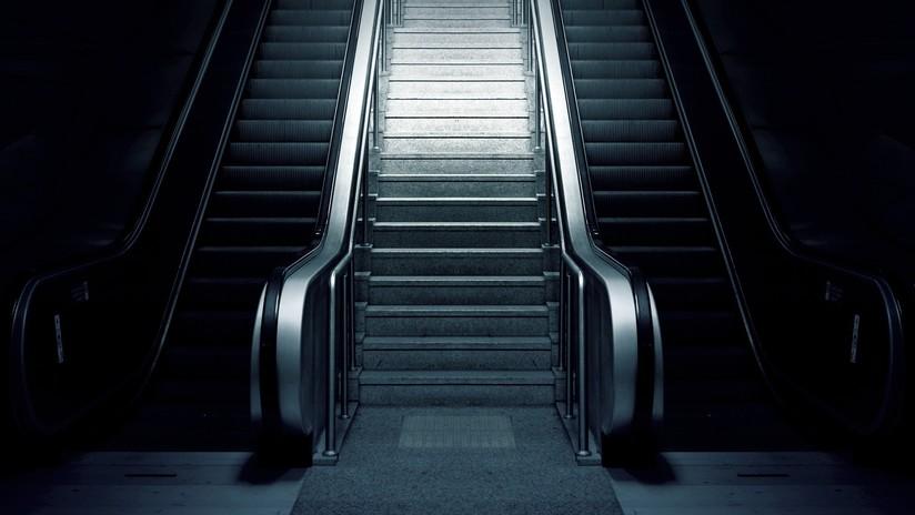 VIDEO: Una escalera mecánica 'devora' a un pasajero en el metro de Estambul