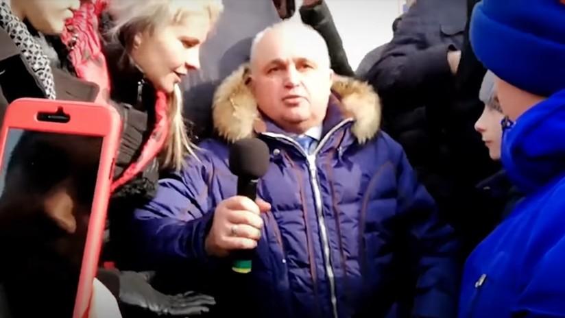 VIDEO: El vicegobernador de Kémerovo se pone de rodillas para pedir perdón por el incendio
