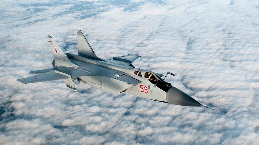 Cazas rusos realizan prácticas de ataque aéreo en el Ártico