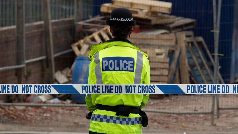 Cierran de emergencia varias escuelas británicas por las amenazas de masacrar a los niños