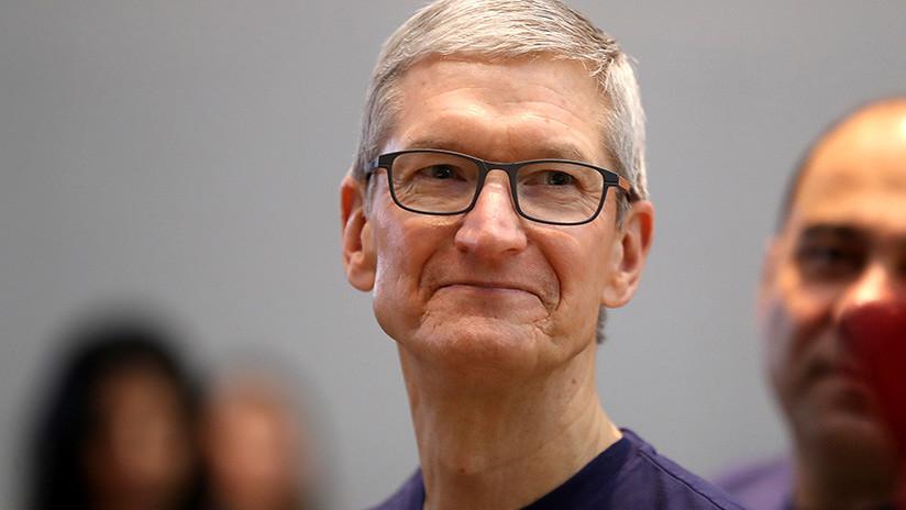 """""""No traficaremos con la vida personal"""": Director de Apple critica a Facebook por las filtraciones"""