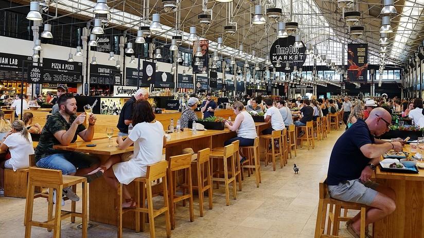 Los científicos revelan por qué es peligroso comer en bares y restaurantes