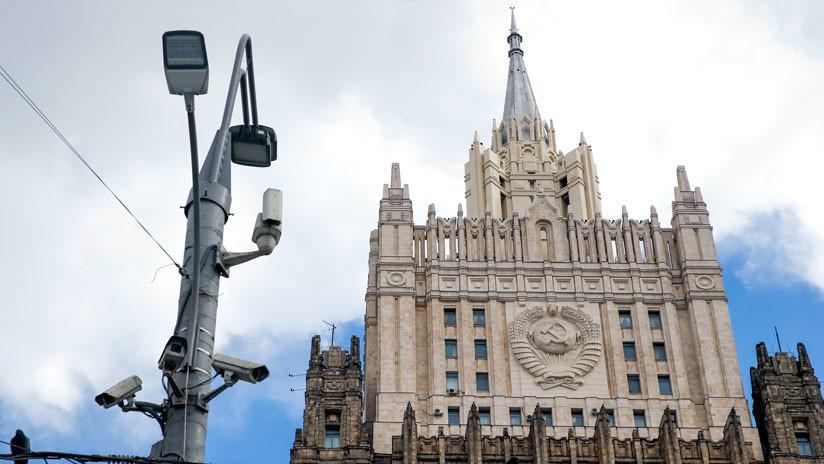 """Rusia: EE.UU. hace esfuerzos """"febriles"""" para contactar con diplomáticos rusos que ese país expulsará"""