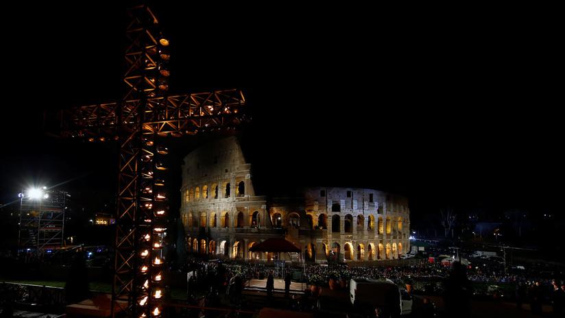VIDEO: El papa Francisco encabeza la celebración del Viernes Santo en Roma