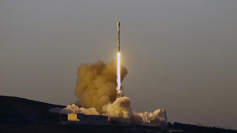 VIDEO: Lanzamiento del cohete Falcon 9 de SpaceX con diez satélites a bordo