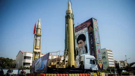 El retrato del líder supremo de Irán el ayatolá Alí Hoseiní Jamenéi en Baharestan Plaza, Teherán. 27 de septiembre de 2017.
