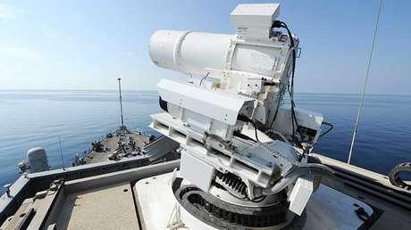 Un sistema de armas láser a bordo del buque USS Ponce.