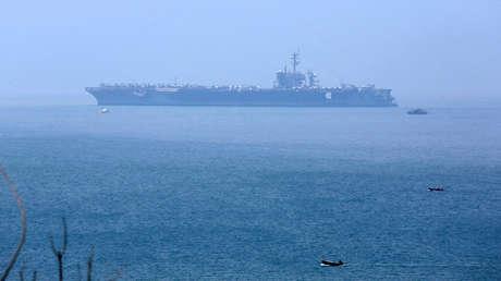 Portaaviones USS Carl Vinson después de su llegada a un puerto en Danang, Vietnam, el 5 de marzo de 2018.