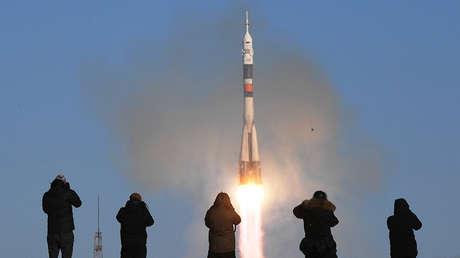 Lanzamiento de un cohete desde el cosmódromo de Baikonur, diciembre de 2017.