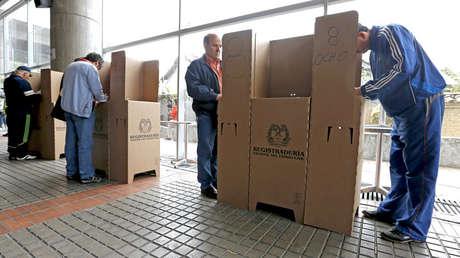 Votaciones durante las elecciones locales y regionales. Bogotá, 25 de octubre de 2015.