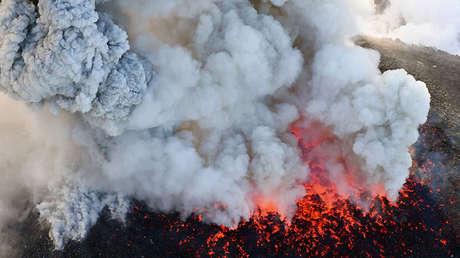 La erupción del volcán Shinmoedake en el suroeste de Japón. Imagen de Kyodo del 6 de marzo de 2018.