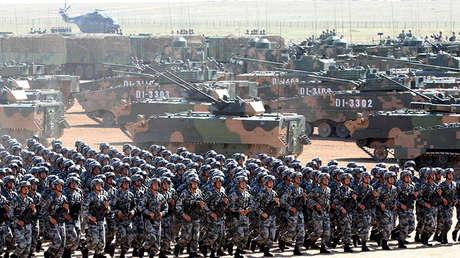 Soldados del Ejército Popular de Liberación de China durante un desfile militar en la Región Autónoma de Mongolia Interior, China, el 30 de julio de 2017.