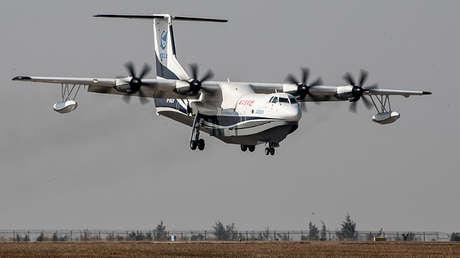 El avión anfibio chino AG600 realiza su primer vuelo de prueba en Zhuhai (China), el 24 de diciembre de 2017.