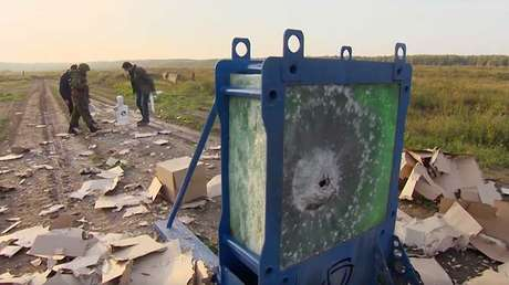Decenas de capas de cristal blindado perforadas por lanzacohetes RPG-7.