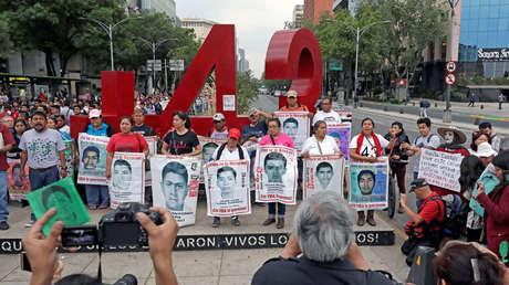 Familiares de los estudiantes desaparecidos en Ayotzinapa exigen justicia en la Ciudad de México, 26 de febrero de 2018.