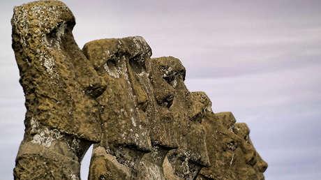 Uno de los ídolos gigantes (moái) de la isla de Pascua, en Chile.