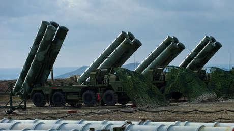 Los sistemas de misiles antiaéreos S-400 en la península rusa de Crimea el 14 de enero de 2017.