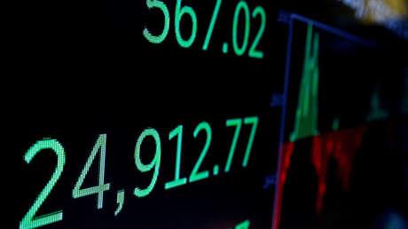 Una pantalla muestra el Promedio Industrial Dow Jones en la Bolsa de Nueva York.