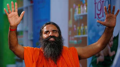 El gurú de yoga indio Baba Ramdev en una rueda de prensa en Nueva Delhi, el 4 de mayo de 2017.