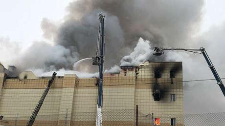 Incendio en el centro comercial Zímniaya Vishnia, Kémerovo.