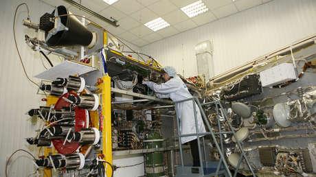 Pruebas eléctricas del satélite de navegación espacial de nueva generación GLONASS-K.
