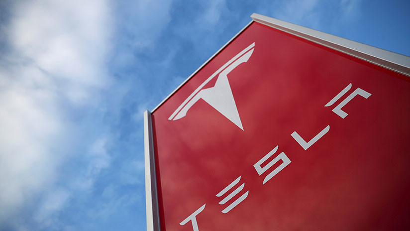 Las acciones de Tesla se hunden tras un accidente mortal y bromas sobre su bancarrota