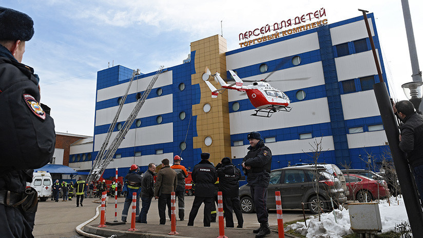 VIDEOS: Incendio en un centro comercial de Moscú