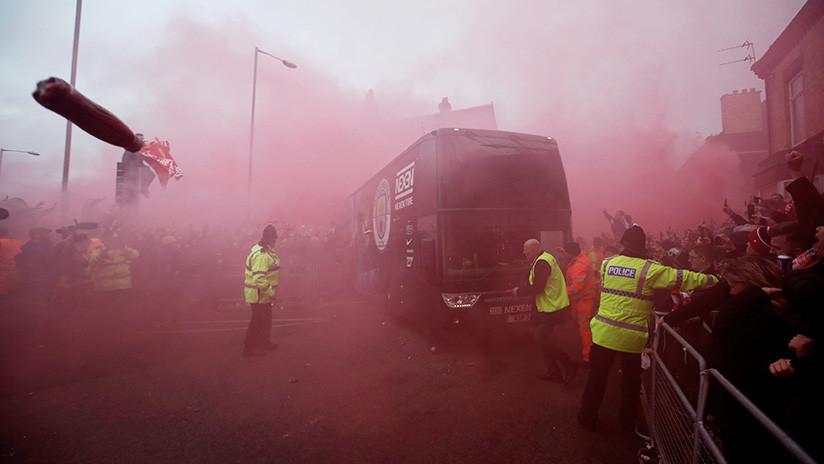 VIDEO: El Liverpool se disculpa tras el ataque de los hinchas al autobús del Manchester City