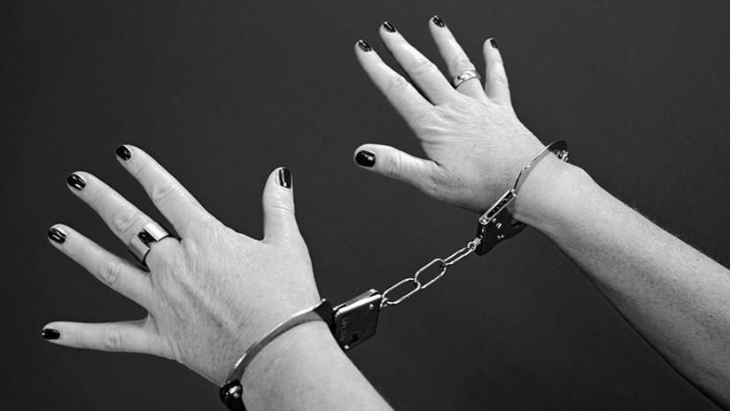 México: Policías graban desnuda en la cárcel a la mujer que se paseó en tanga por el aeropuerto