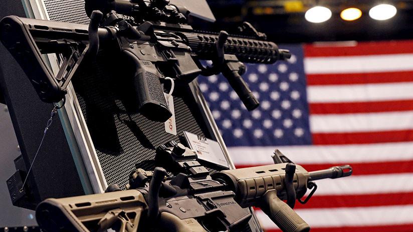 Un pueblo de EE.UU. multará con hasta 1.000 dólares por cada día de posesión de armas de asalto