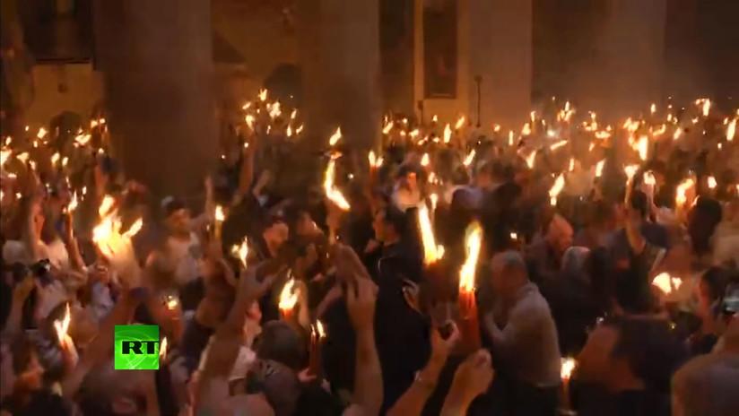 VIDEO: Desciende el Fuego Santo en el Sepulcro de Jerusalén