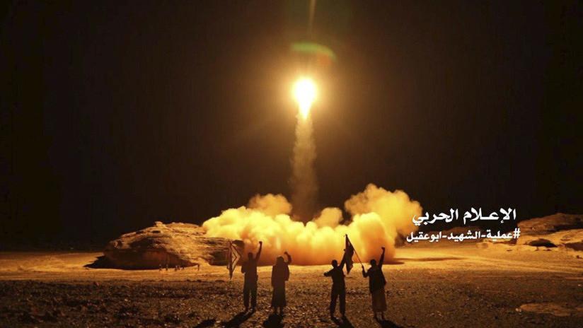 Disparan misil balísico contra una base militar saudí