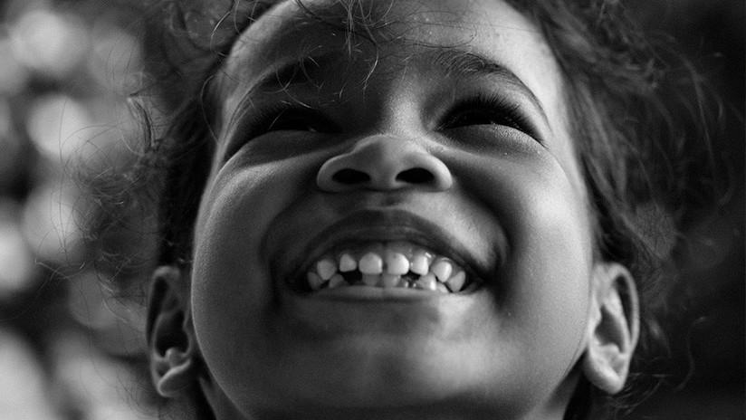 VIDEO: El rostro 'descompuesto' de un niña de dos años al ver esto