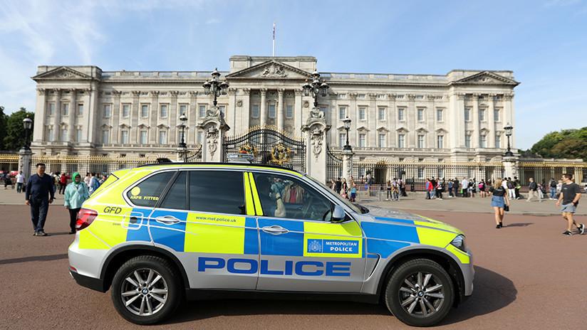 La Policía de Londres examina una camioneta sospechosa cerca del Palacio de Buckingham