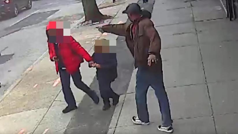 """VIDEO: La Policía mata a un hombre que apuntaba con """"un arma plateada"""" a los peatones"""