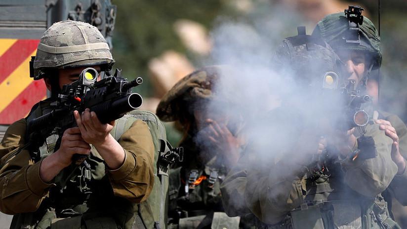 VIDEO: Un francotirador israelí dispara a un palestino inmóvil y sus compañeros celebran