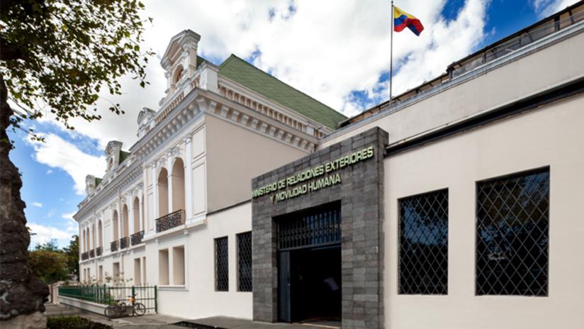 Evacuan la Cancillería de Ecuador en Quito por una amenaza de bomba
