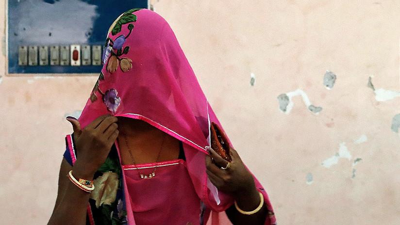 VIDEO: Vigilantes de la moralidad agreden a una india por caminar con un musulmán