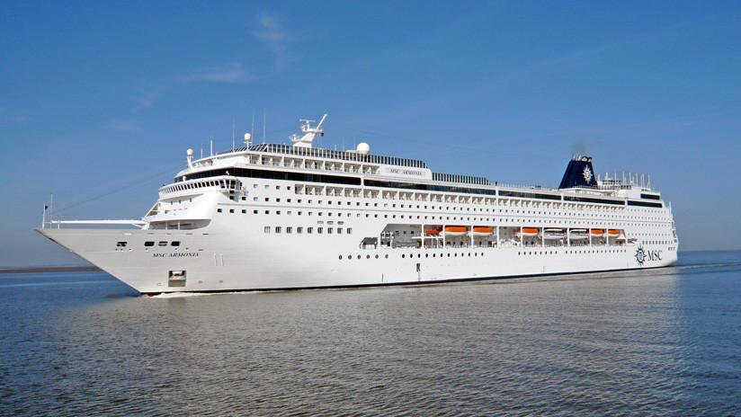 VIDEO: Un enorme crucero embiste un muelle en el Caribe