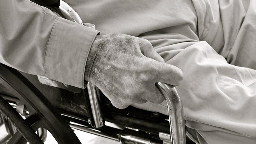VIDEO: Un pensionado es brutalmente golpeado por dos personas tras pedir que le den su salario